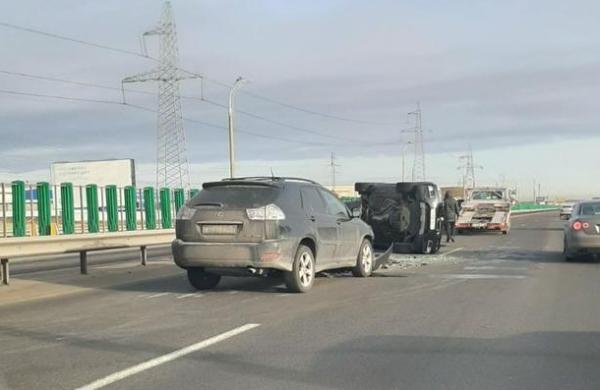 Серьезная авария на МКАД: столкнулись 4 автомобиля, один из них перевернулся